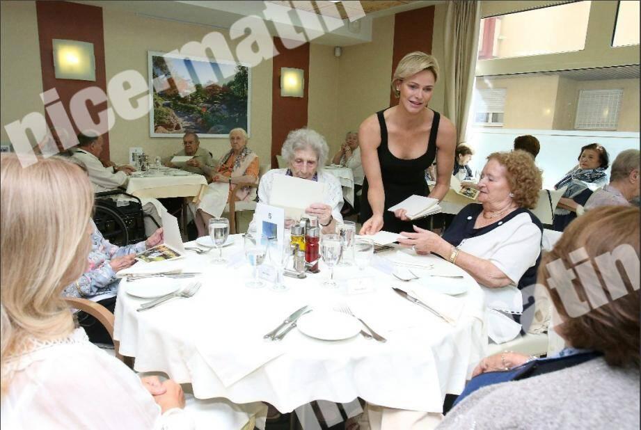 La princesse Charlène a rendu, ce samedi, une visite amicale aux pensionnaires de la maison de retraite A Qietüdine.