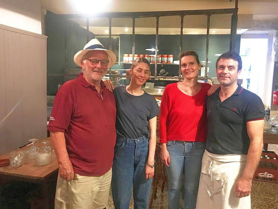 Sofia Coppola, seconde à gauche, a posé en toute simplicité avec Lisa et Bertrand et Jean-Louis Croquet.