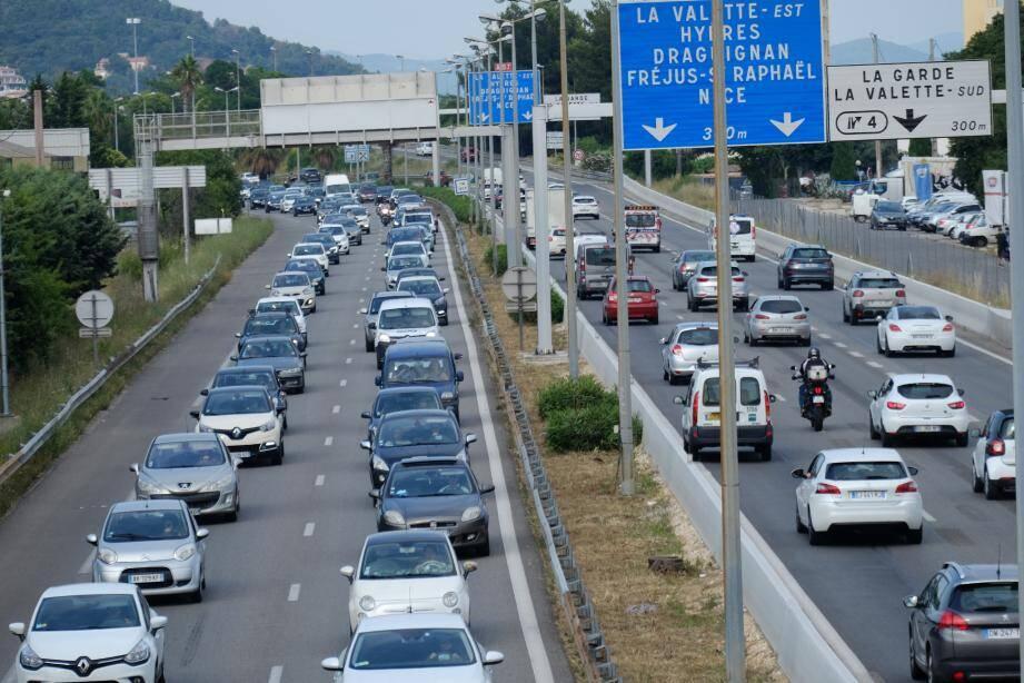Embouteillages à l'entrée est de Toulon, en pleine heure de pointe.