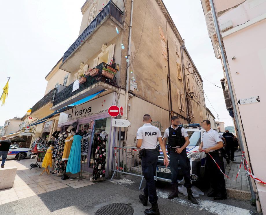 Ce samedi matin, la rue Solférino est restée inaccessible aux riverains et passants.