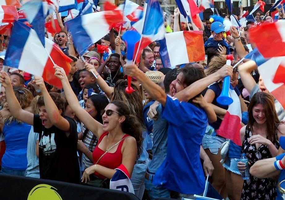 AMBIANCE BEAUSOLEIL FAN ZONE DEVANT MAIRIE MONDIAL FOOT 2018 FRANCE - CROATIE