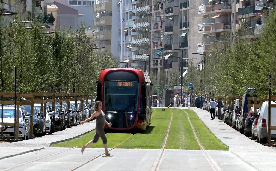 La ligne 2 du tramway a permis de goûter à une gratuité temporaire cet été. Mais il y a peu de chance que cela s'étende de manière pérenne.