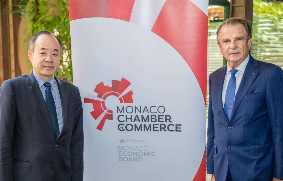 L'ambassadeur de la République Socialiste du Vietnam à Monaco, Thiep Nguyen, et Michel Dotta, président du MEB.