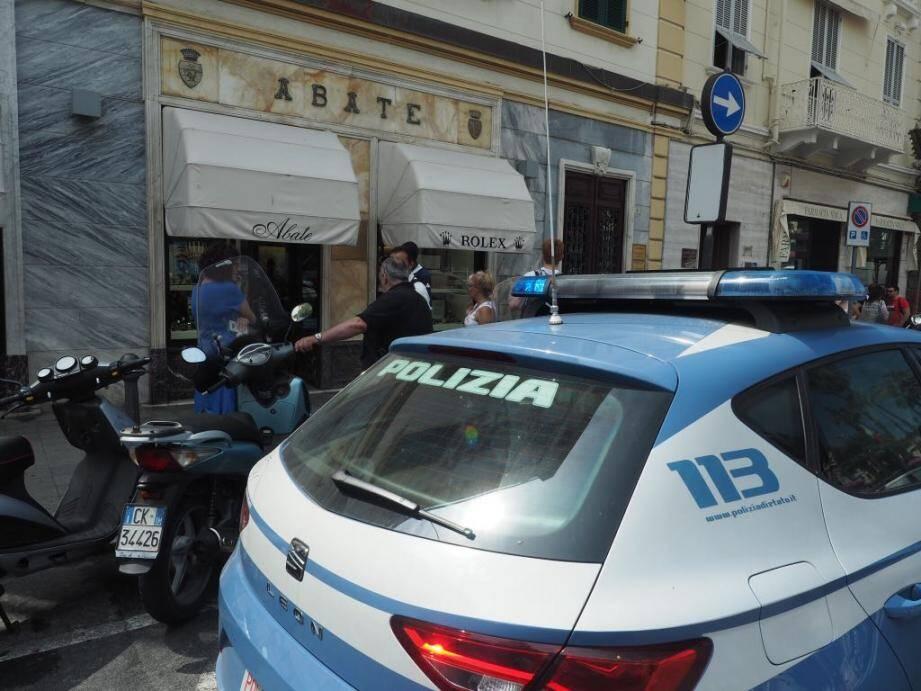 Les braqueurs d'une bijouterie de San Remo attaquée mardi matin ont été arrêtés dès leur retour en France par la police judiciaire de Nice.