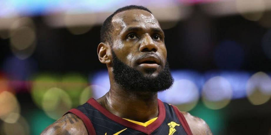 LeBron James rejoint les Lakers