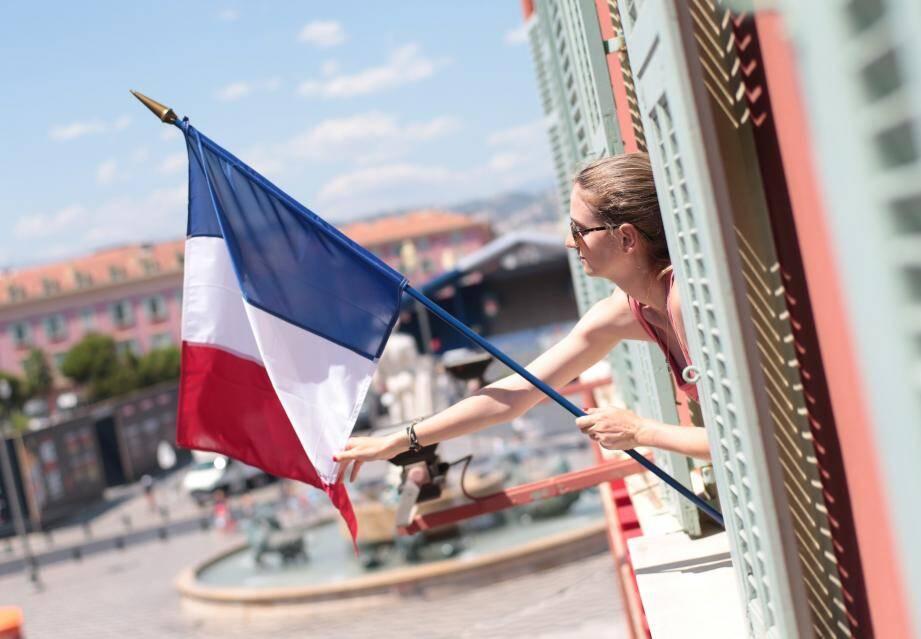Préparation du 14 juillet à Nice
