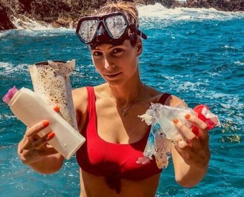 Laury Thilleman, en vacances dans le Var, dénonce la pollution de la Méditerranée.