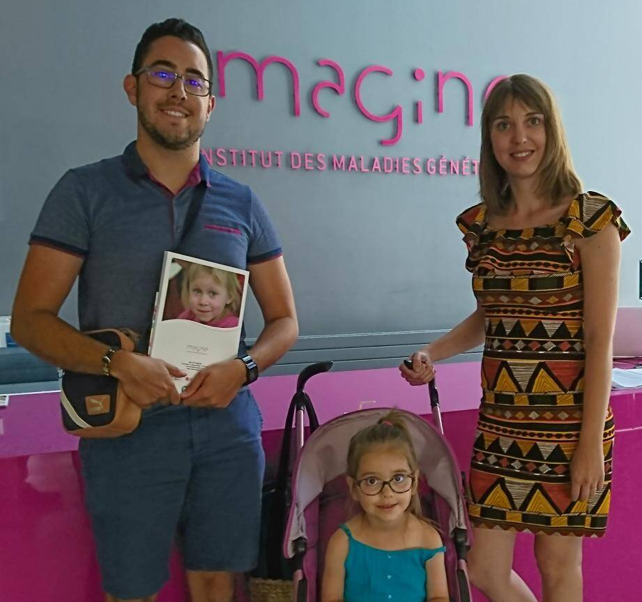 Les parents de la petite Lila ont écrit au président de la République. Ils espèrent rencontrer le couple Macron, actuellement en vacances au fort de Brégançon, pour discuter de la maladie de leur fille.