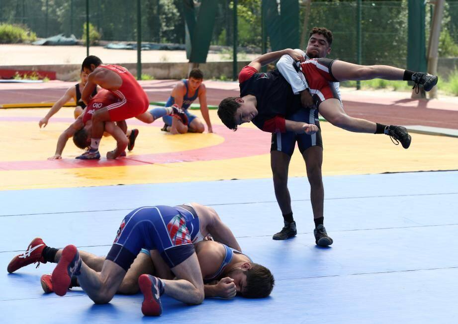 Objectif championnats du monde pour les 12 lutteurs français présents à Boulouris.