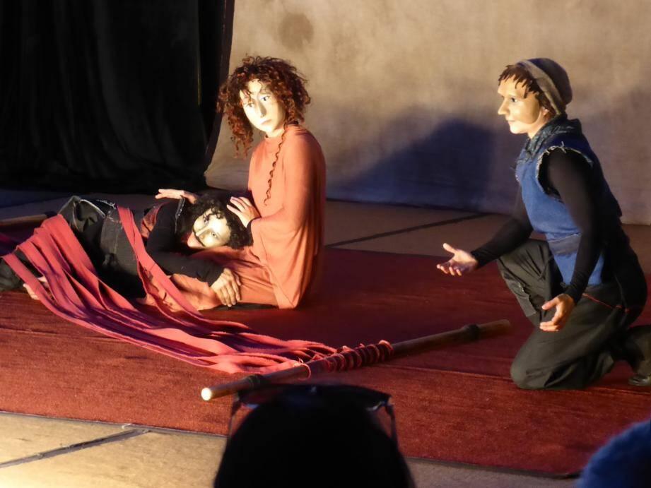 Pénélope se doit de traverser des embuches pour rejoindre Ulysse.