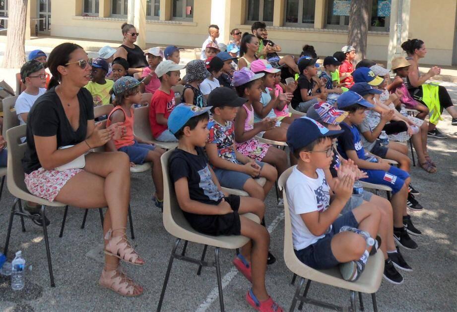 Les maternelles des centres de loisirs La Tauriac, du Fort-Rouge et du relais du Pont-du-Las étaient invités au spectacle.