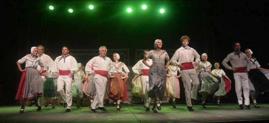Le groupe s'est chargé de tout, de la confection des costumes aux chorégraphies.