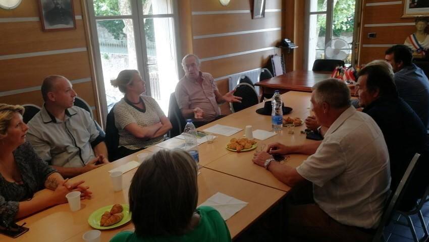 Le conseil municipal réuni en présence de Valérie Gomez-Bassac.