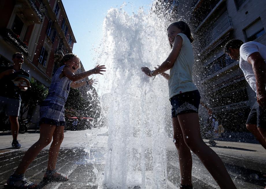 Hier à 15 h, les températures étaient comprises entre 35 et 39° dans les départements méditerranéens.