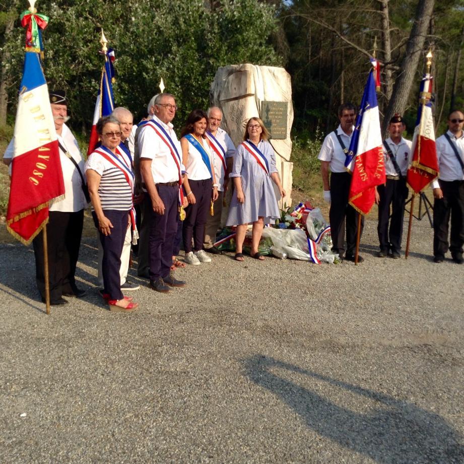 Elus et porte-drapeaux ont rendu hommage à Gabriel Joseph.
