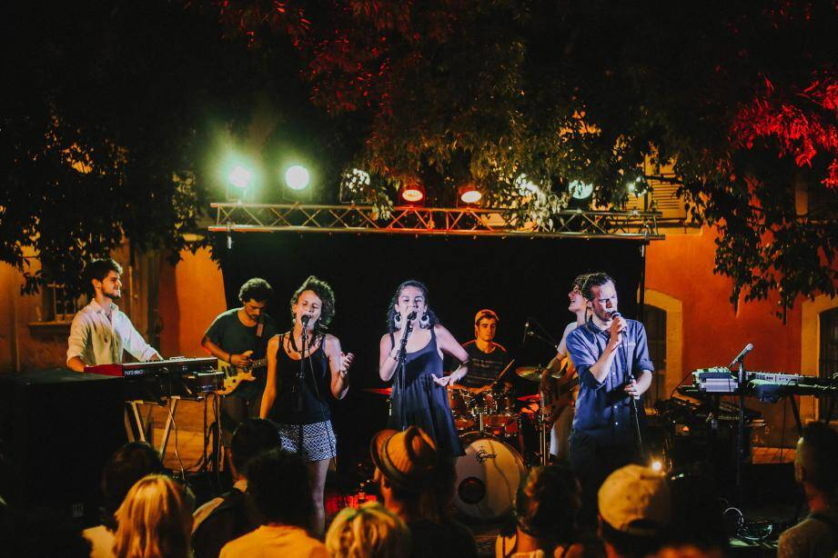 En août 2017, le concert Higher and friends avait attiré plusieurs centaines de personnes. Les organisateurs en espèrent encore plus ce vendredi pour clôturer le festival des Comtes de Provence.