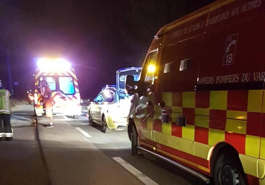 La piétonne de 17 ans a été très gravement blessé. Un conducteur de 29 ans légèrement.