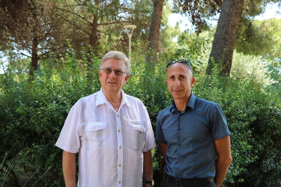 Claude Brault (à gauche), vice-président de l'association Résonances et Patrick Sayaque, chef de chœur du nouveau ensemble vocal en cours de formation, font appel à tous ceux qui aiment chanter. (Ph. D. U.)