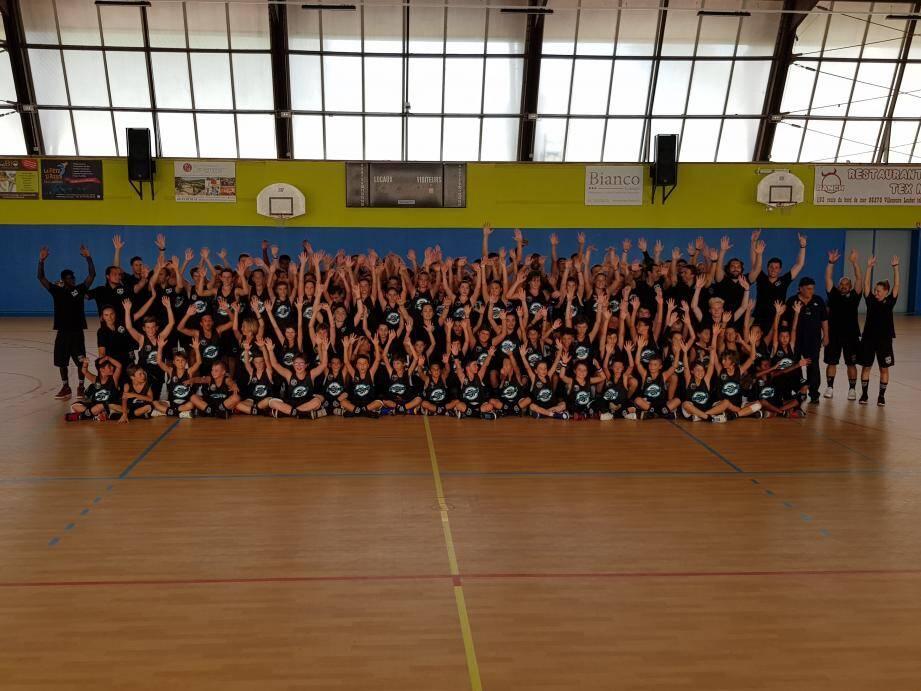 110 jeunes joueuses et joueurs ont participé au camp de basket organisé par Julien Espinosa.