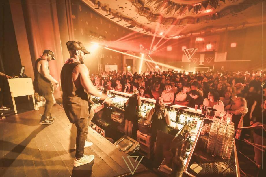 Latin Addict enflamme le dancefloor de nombreux clubs du littoral, comme ici au Brummell à Menton.