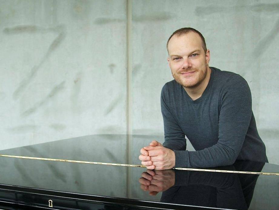 Lars Vogt va réaliser une performance : diriger l'orchestre tout en jouant du piano.(DR)