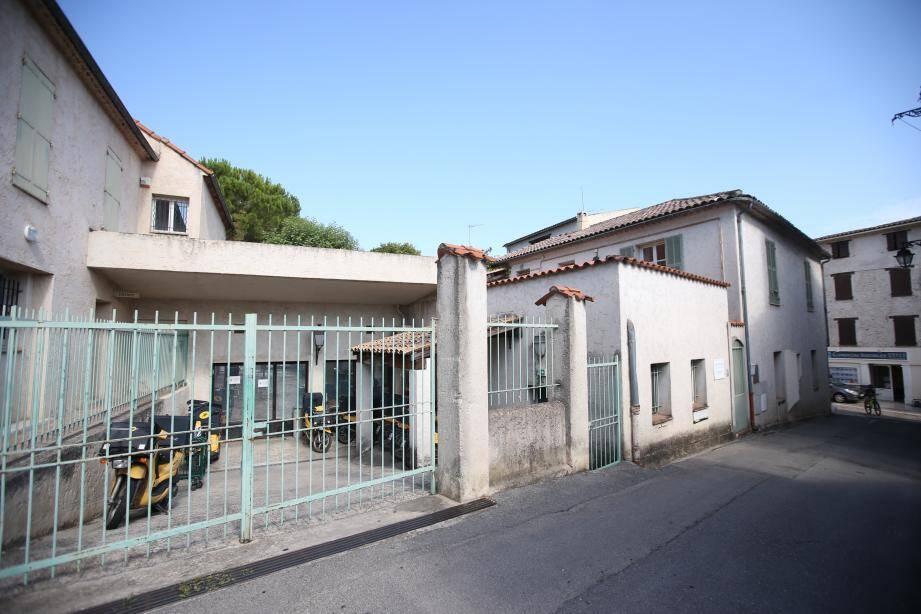 La valeur du bâtiment est estimée à 400.000 euros.