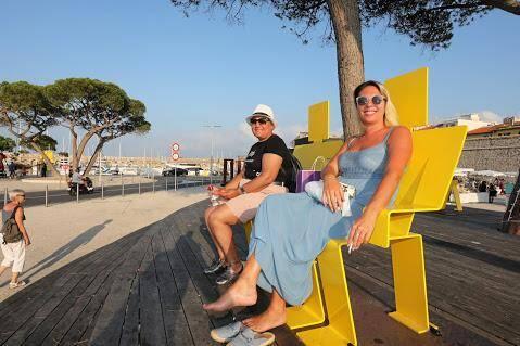 A l'esplanade du Pré-des-Pêcheurs, 22 œuvres de Sosno sont visibles tout l'été, en plus de celles de Juan.