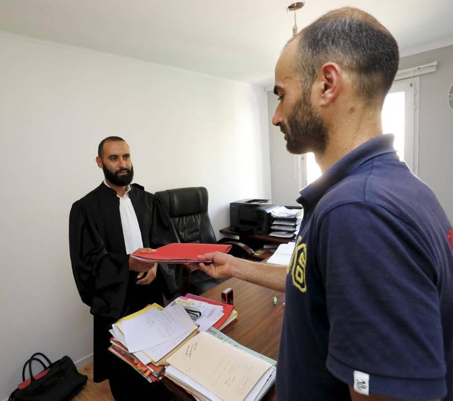 Wajdi Sassi, qui a déposé plainte le 12 juillet dernier, retrace les événements dans le bureau de son avocat Me Jawed Dani.