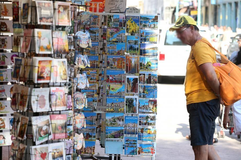 Du bleu à perte de vue, c'est ce que recherchent en général les vacanciers quand ils veulent envoyer une carte postale de Menton à leurs proches.