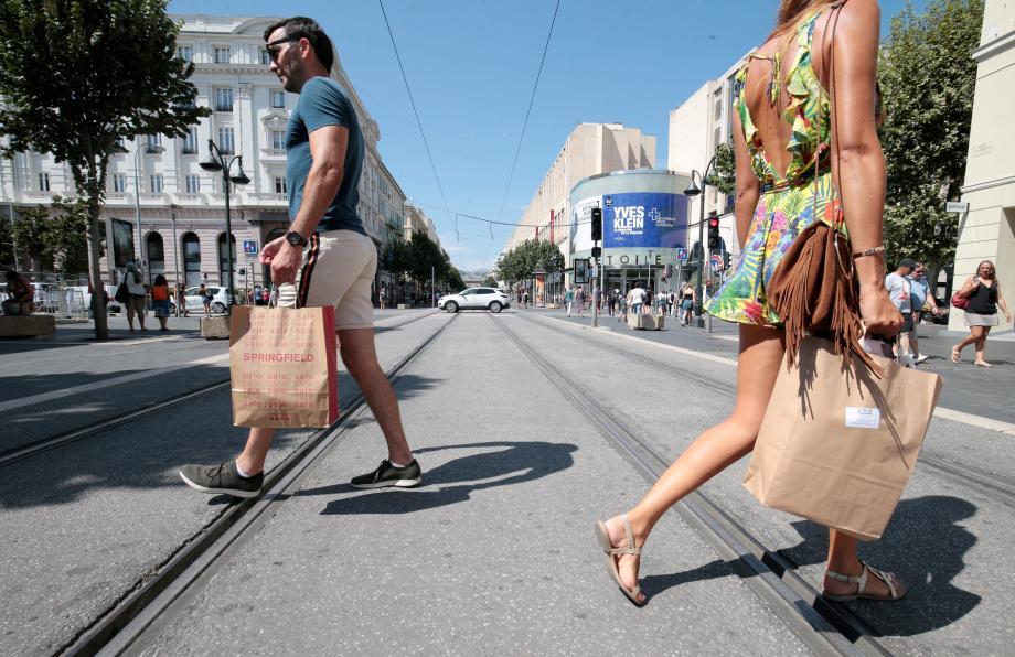 Les zones touristiques internationales sont-elles un moteur pour l'économie locale ? Le touriste semble y trouver son compte, le commerce aussi... ou pas ?