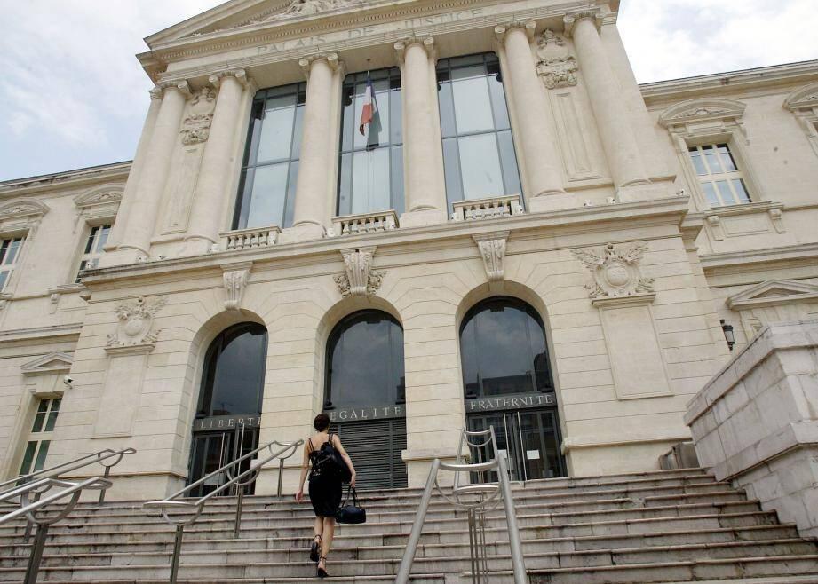 Nouveau procès pour une même affaire, hier, au palais de justice de Nice.(Photo François Vignola