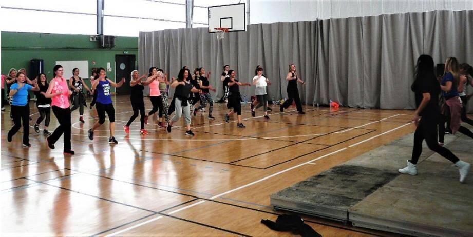 Les stages de fitness au même titre que les cours sont l'occasion de se dépenser tout en s'amusant.