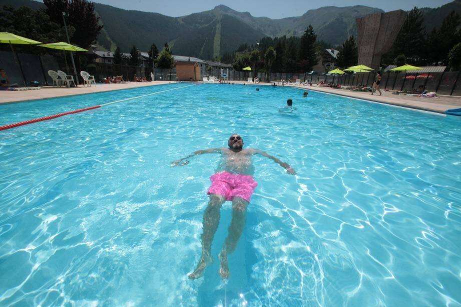 À Auron, l'eau a surtout rafraîchi les baigneurs dans la piscine municipale…