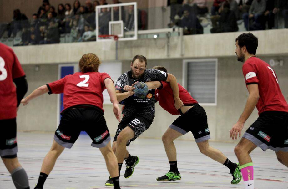 Après un match amical hier soir à Antibes, les handballeurs dracénois vont enchaîner samedi par un tournoi à Hyères.