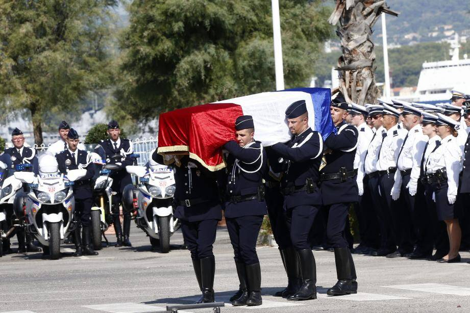 À titre posthume, le major David Cattani a été cité à l'ordre de la Nation et a reçu la médaille de la sécurité intérieure.