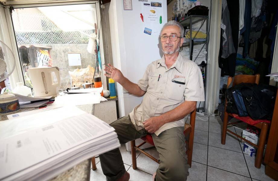 Une famille de 5 personnes vie dans un cabanon insalubre de 20 m2
