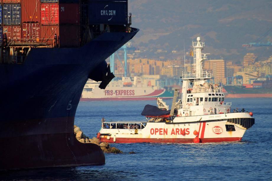 Le navire Open Arms arrivé en Espagne après avoir été rejeté d'Italie.