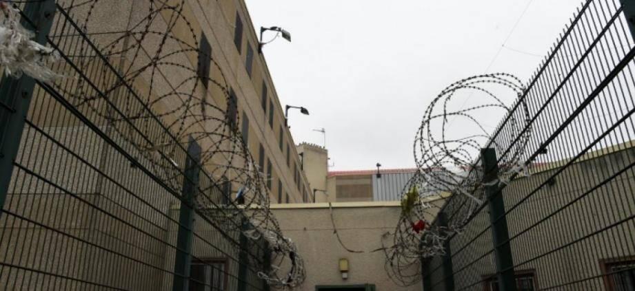 Seules les ondes peuvent franchir les murs d'une prison…