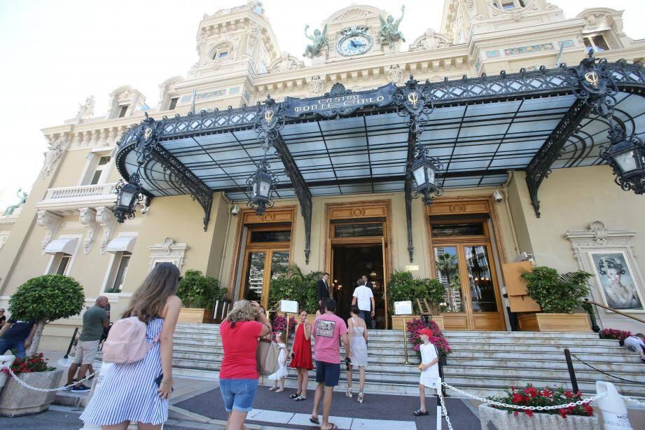 Après avoir perdu de l'argent au casino, le prévenu, avec beaucoup de dextérité, a dérobé 1000 € à trois personnes âgées sur les boulevards des Moulins et de Suisse, du 10 au 13 août.