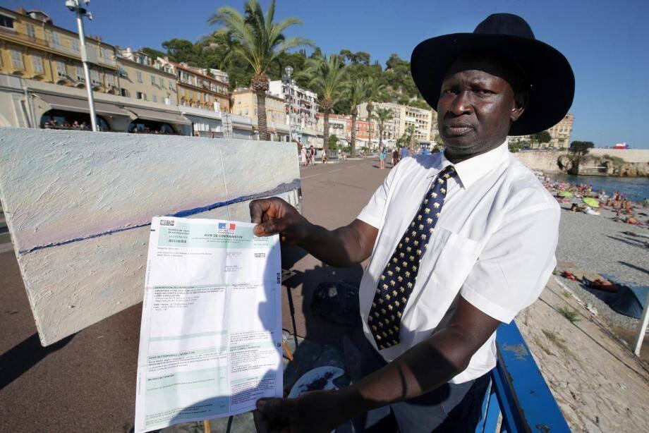Omar Longang artiste peintre de rue à été verbalisé sur la promenade des Anglais par la police municipale pour entrave à la libre circulation.