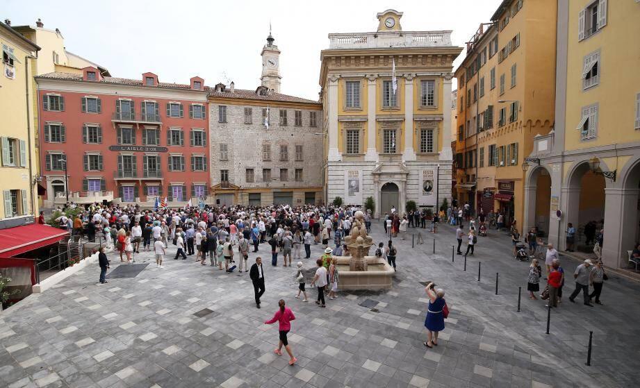 La place Saint-François a été rénovée et inaugurée avant l'été. Depuis, touristes et Niçois tardent à se réapproprier l'espace.