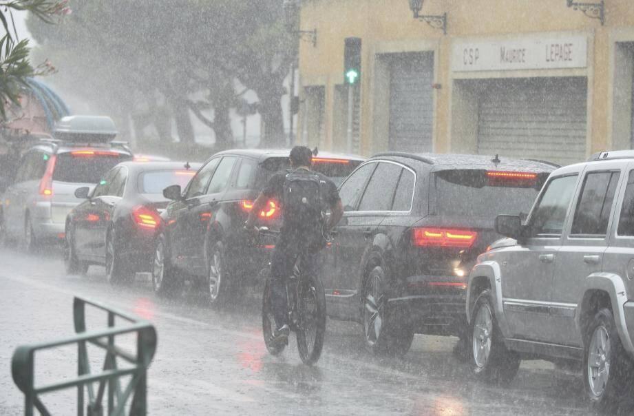 Un épisode orageux à Saint-Tropez.