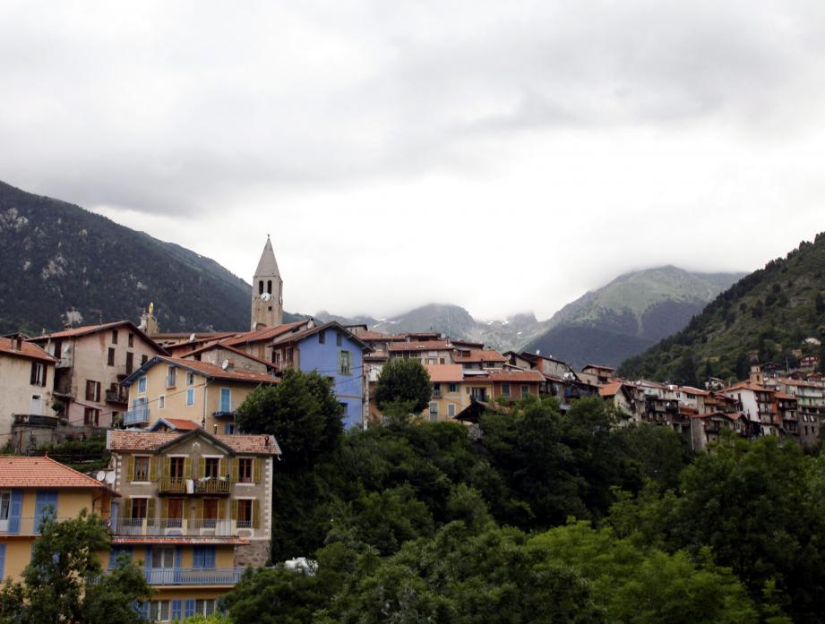 Le village de Saint-Martin-Vésubie sous les nuages.