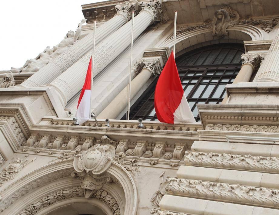 Le drapeau du Musée avait été mis en berne à la suite de la mort de Nelson Mandela