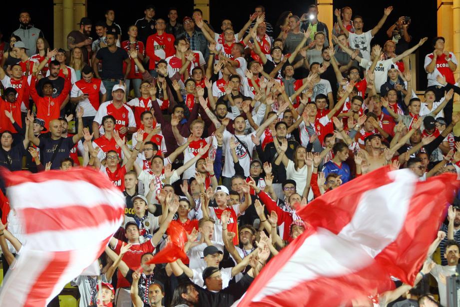 Lors de la saison 2017-2018, le stade Louis-II comptait en moyenne 9243 spectateurs.
