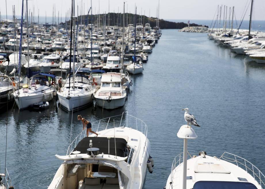 Le port de Santa Lucia, à Saint-Raphaël.