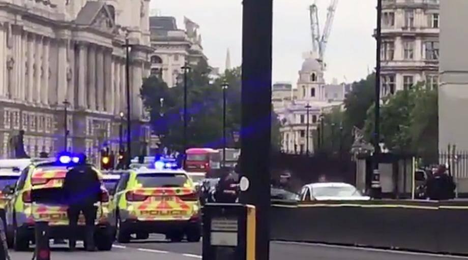 La police est intervenue immédiatement devant le Parlement de Westminster à Londres