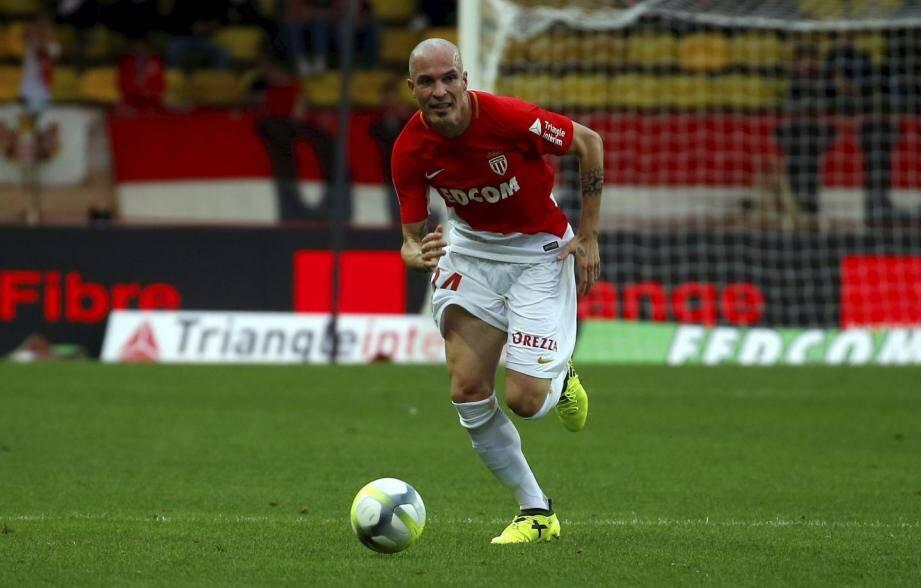 Raggi titulaire avec l'AS Monaco contre Nîmes.