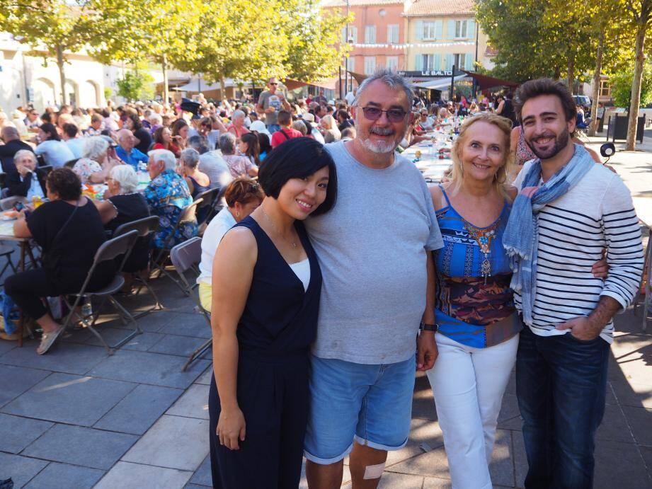 """Aries, Bruno, Pierrette et Vincent, membres de """"Hello Six-Fours"""", étaient heureux du succès de ce premier événement."""