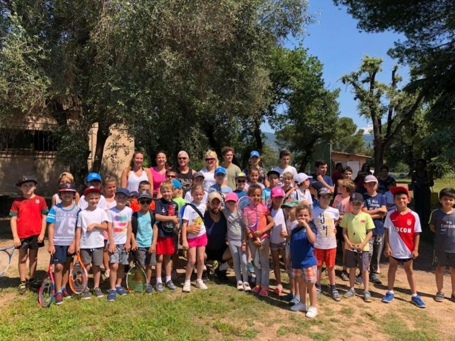 Les jeunes joueurs de l'école de tennis du TC Grasse à La Paoute.DR